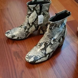 NWT Time and Tru Snakeskin Ankle Boots Sz 8 1/2